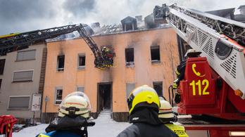 Egy halottja, tucatnyi sérültje van egy német lakóháztűznek