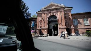 Napi 50 forintért parkolhatnak a Szent János Kórház területén az ott dolgozók