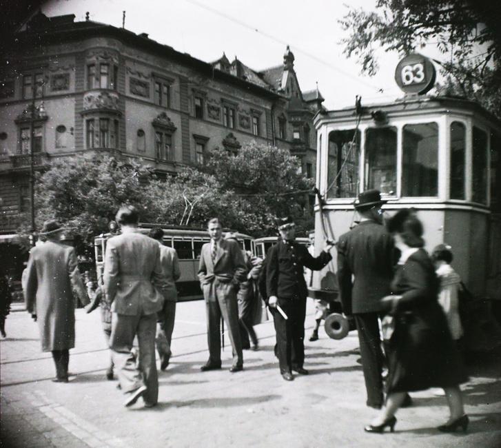A Nagykörút és az Üllői út sarka 1940-ben
