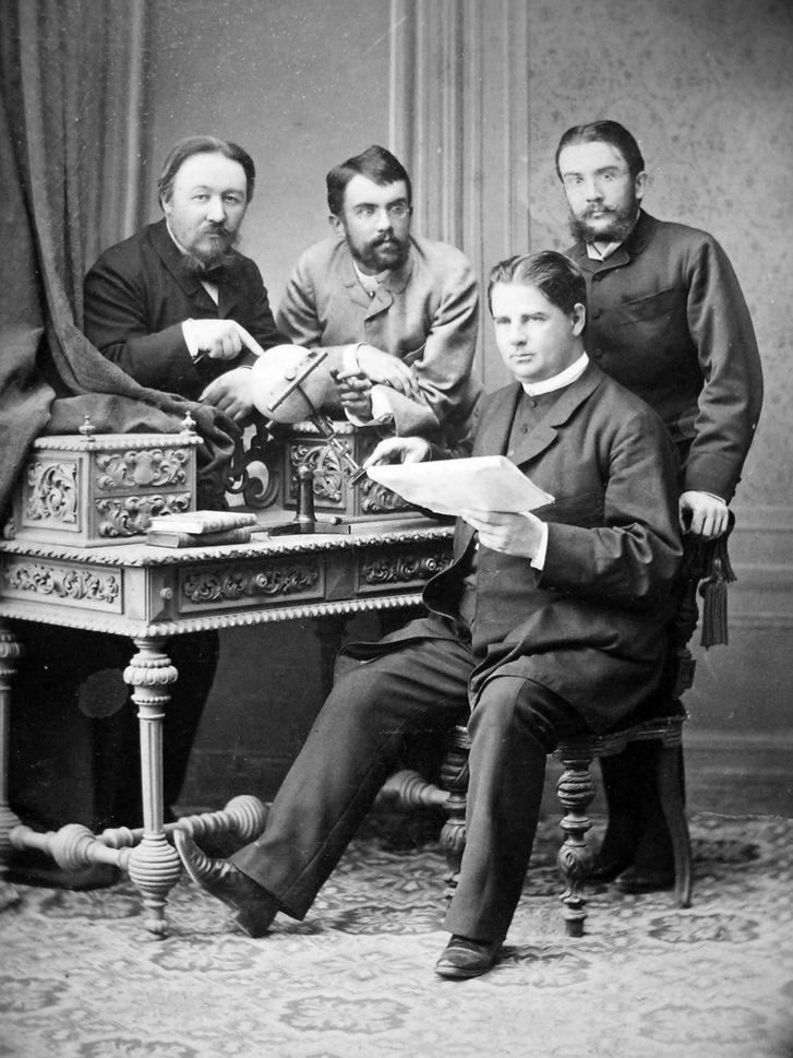 Tudós csoportkép az 1880-as évek első feléből. Balról jobbra: Konkoly Thege Miklós, Gothard Sándor, Gothard Jenő és Kunc Adolf (ül).