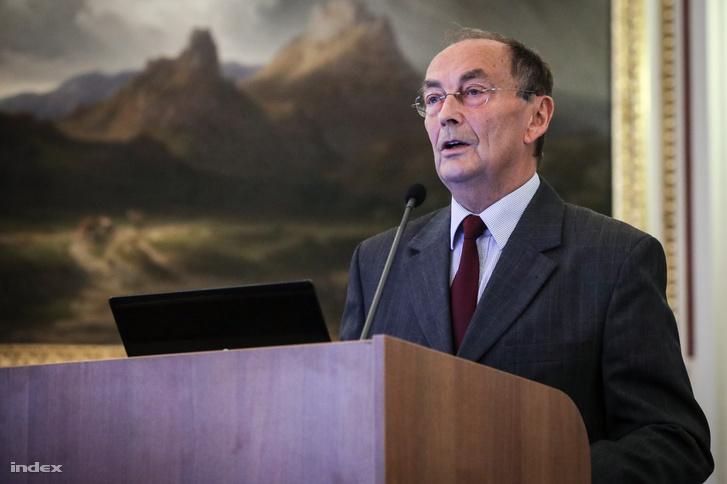 Kosztolányi György, az MTA Elnöki Bizottság az Egészségért, valamint az MTA Orvosi Tudományok Osztályának elnöke