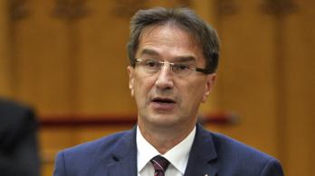 NVB: Jogsértő, hogy Völner számonkérte a bizottságot a Czeglédy-ügyben