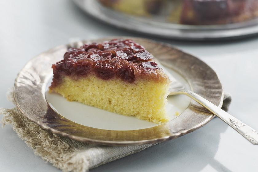 Egyszerű, cseresznyés süti kevert tésztából: fordítva sütve még finomabb