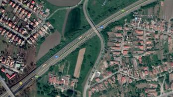 Tíz kilométeres dugó volt az M3-ason