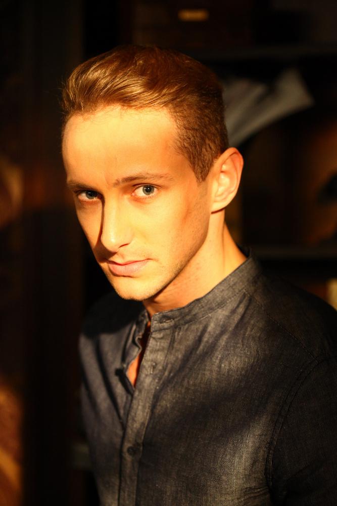 Józan László 2013-ban csatlakozott a sorozathoz, hogy néhány évvel később, Csomor Csillához és Fodor Zsókához hasonlóan, inkább a színházat válassza