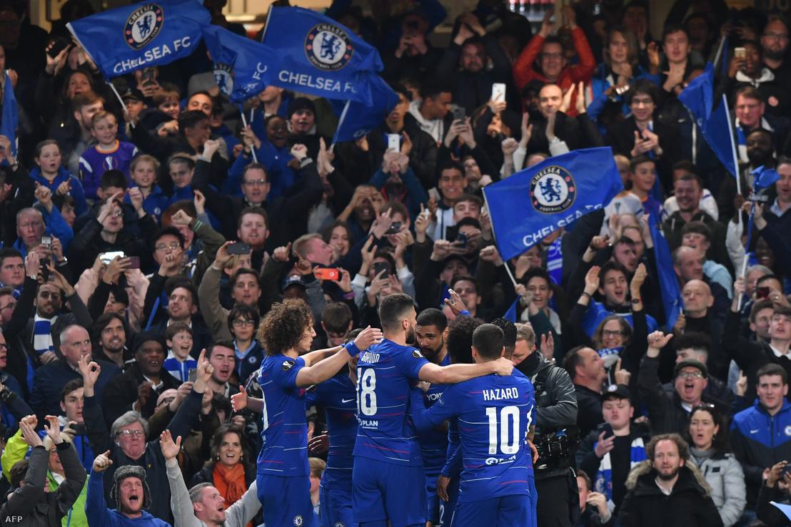 A Chelsea játkosai ünneplik győzelmüket az Eintracht Frankfurt elleni meccs után 2019. május 9-én.