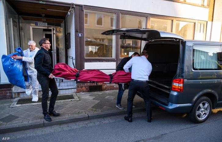 Elszállítják a Wittingenben talalt holttesteket