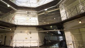 Futócipőt ígért egy rab a börtönőrnek, ha áthelyezik, most vesztegetéssel vádolják