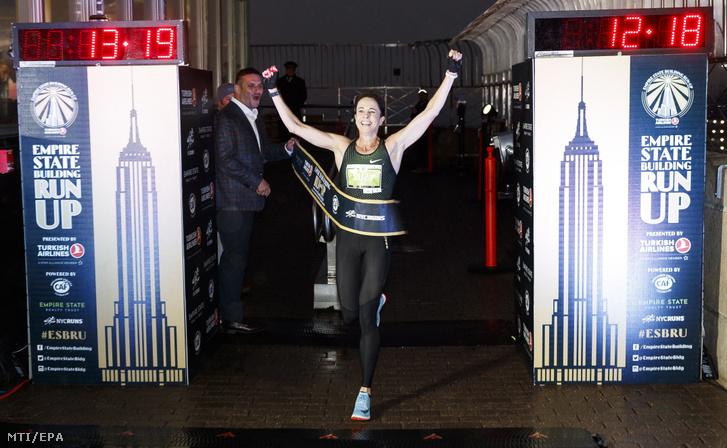 A 42. Empire State Building lépcsőfutás női győztese, az ausztrál Suzy Walsham.
