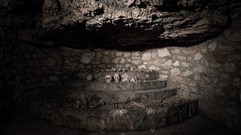 Koponyák és óvóhelyek: a budai vár alatti pincerendszerben jártunk