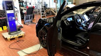 Egymással üzletelő autó meg benzinkút van, a technológiába vetett bizalom viszont nincs
