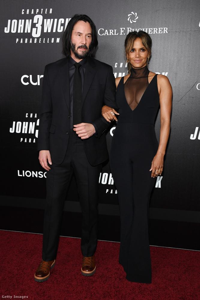 Ez a kép a John Wick 3 egy korábbi, május 9-i eseményén készült, és a fotóarchívumunk szerint nincs ennél korábbi közös sajtófotója Halle Berrynek és Keanu Reevesnek