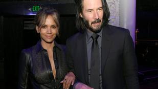 Halle Berry melltartó nélkül, de Keanu Reeveszel partizott
