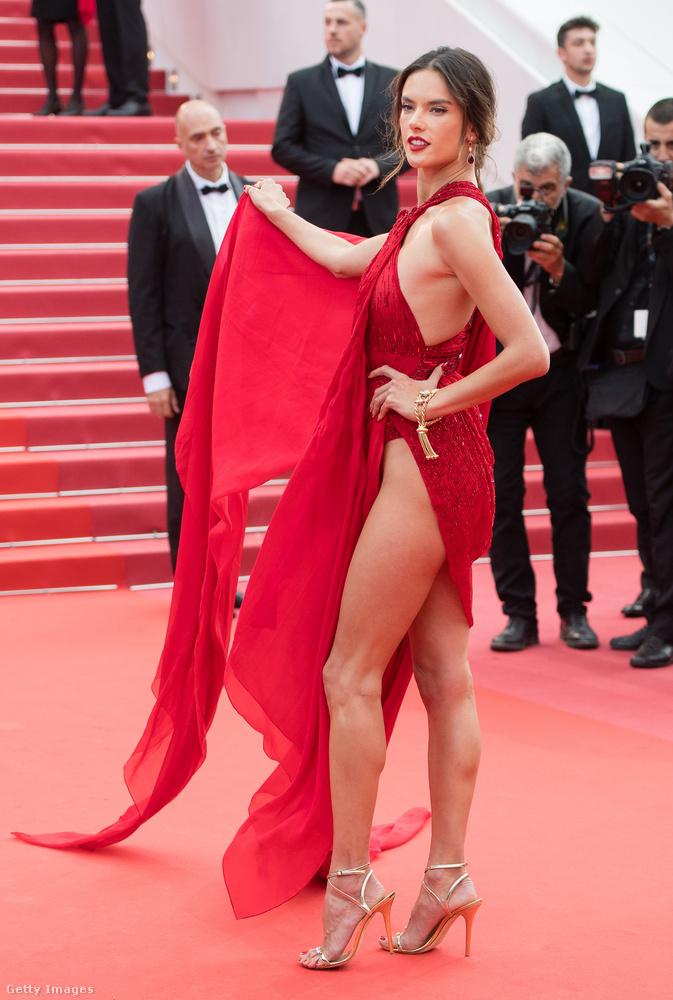 Alessandra Amboriso nem vette volna jó néven, ha bárkinek a figyelmét is elkerüli, hogy mit visel