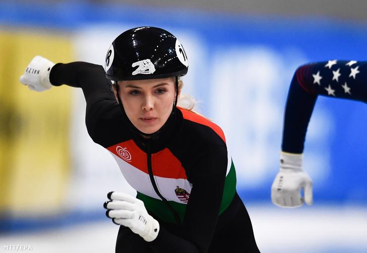 Knoch Márta a nők 1000 méteres számának negyeddöntőjében a rövidpályás gyorskorcsolya világkupa-sorozatának drezdai viadalán 2019. február 1-jén.