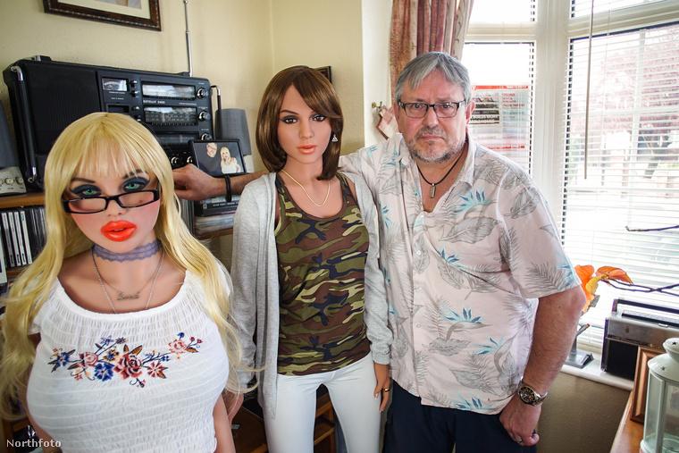 Dean Bevan egy átlagos 59 éves, nyugdíjas férfi, akinek egy nagyon bizarr gyűjtőszenvedélye van: cserélhető fejű szexbabákat halmozott fel otthonában