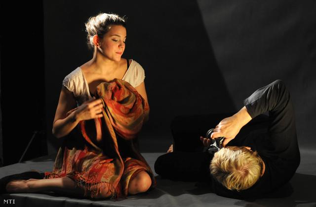 Bata Éva és Hegedüs D. Géza játszik Bartis Attila: Romlás című színművének próbáján