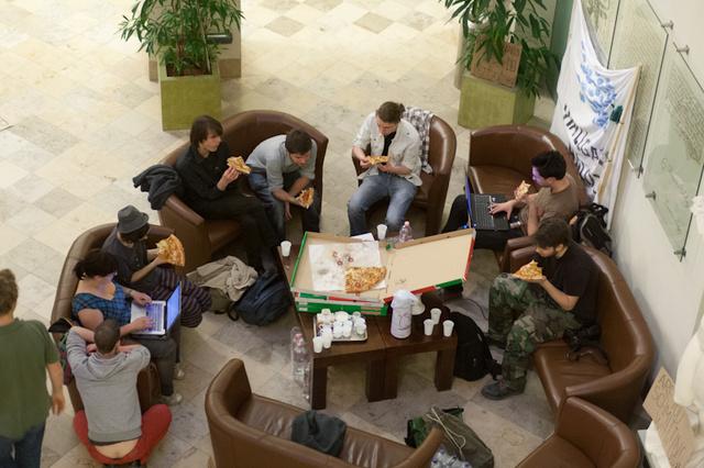 A Hallgatói Hálózat 9 képviselője az épületben tölti az éjszakát