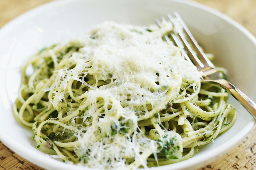 Pikáns chilis-petrezselymes spagetti: 15 perc, és kész