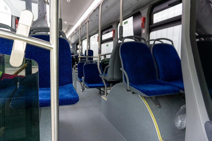 Ez pedig az utastér. A nagy kerékjáratokkal fizetjük meg az alacsony padló árát