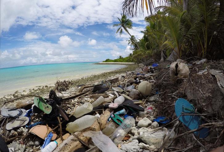 Műanyag szemét a Cocos-szigetek partján
