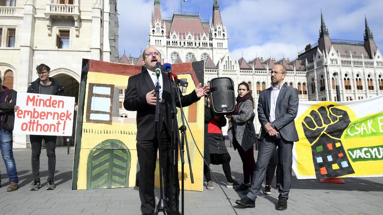 A Fidesz teljesen bojkottálta a parlamenti ülést a lakhatásról