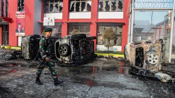 Hajtóvadászat Szumátrán: Több mint száz elítélt még mindig szökésben