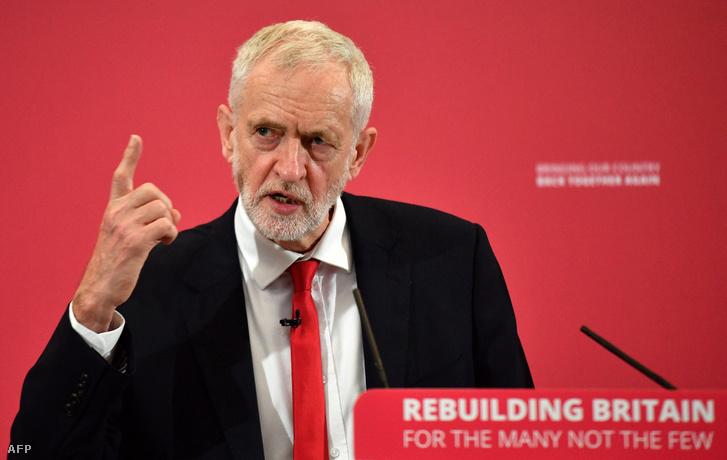Jeremy Corbyn, a brit Munkáspárt vezetője tart beszédet az európai parlamenti választási rendezvényen Chathamben, 2019. május 9-én