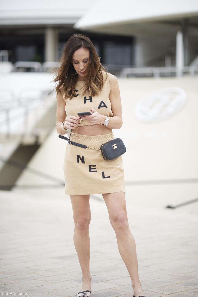 Ha ön nem emlékezne: Vajna Tímea tavaly is ott volt a Cannes-i Filmfesztiválon, akkor Gucci táskával fényképezkedett.