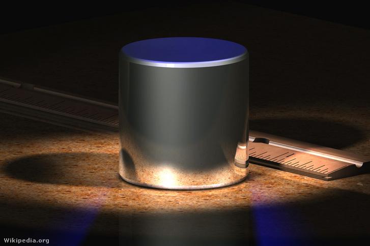 A kilogramm etalonjának számítógépes képmása, eredetije a Nemzetközi Súly- és Mértékügyi Hivatalban, Sèvres-ben őrzött, 1 kg tömegűnek definiált platina-irídium henger.