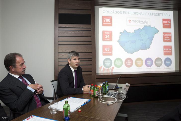 Mihók Attila, a Mediaworks ügyvezető igazgatója (j) beszél, mellette Heinrich Pecina, a Vienna Capital Partners tulajdonosa a Vienna Capital Partners új hazai médiavállalatának, a Mediaworksnek a budapesti székhelyén tartott sajtótájékoztatón 2014. október 1-jén