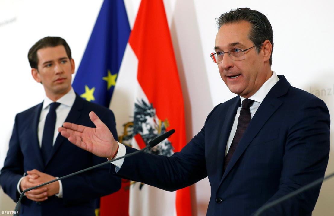 Sebastian Kurz (balra) kancellár és Heinz-Christian Strache bécsi sajtótájékoztatón 2019. április 30-án