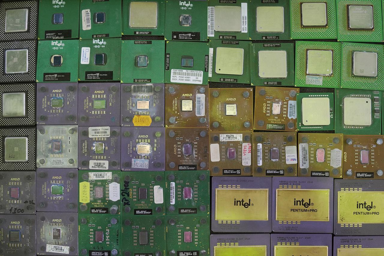 A gyűjtés olyan szenvedély, ami bármi iránt fellángolhat. CPU-t sokan gyűjtenek a világban, egy-egy ritka darab, prototípus, ami évtizedekkel ezelőtt általában a kukában végezte, ma már súlyos pénzekért cserél gazdát.