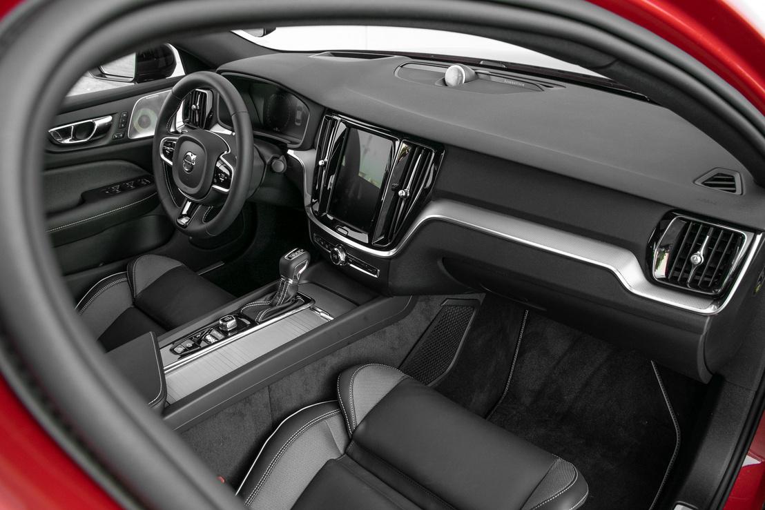 Ugyanaz a Volvo-világ várja az embert, mint máshol, nyilván egy fokkal nívósabb kivitelben, mint mondjuk az XC40-ben