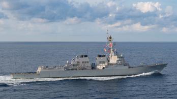 Kínaiak által követelt tengeri területen haladt át egy amerikai hadihajó