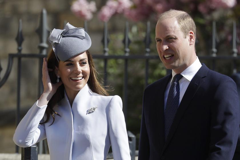 Friss fotókon Katalin hercegné mindhárom gyereke - Charlotte ilyen cukin hintázik