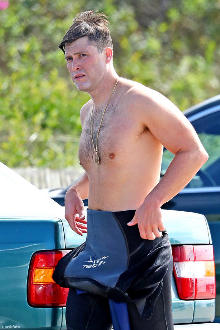 A képen természetesen Colin Jost látható, aki ekkor még csak a pasija volt Scarlett Johanssonnak - most már jegyben járnak.