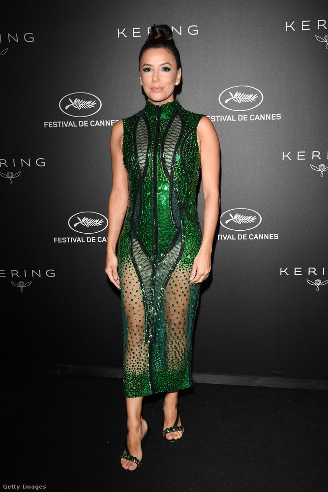 Talán a borongós hétfő reggel teszi, de most valahogy baromi előnytelennek tűnik ez a ruha Eva Longorián