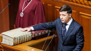 Zelenszkij letette az elnöki esküt és bejelentette a parlament feloszlatását