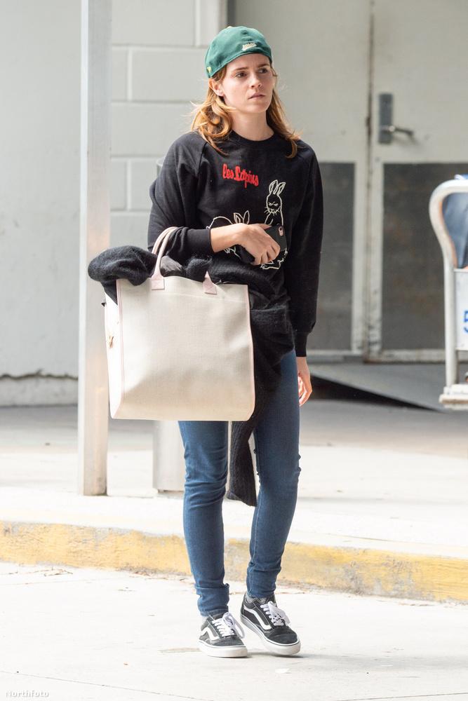 Pedig számíthattunk volna rá, mert az Instagramról már korábban kiderült, hogy Emma Watson szívesen hord így baseballsapkát.