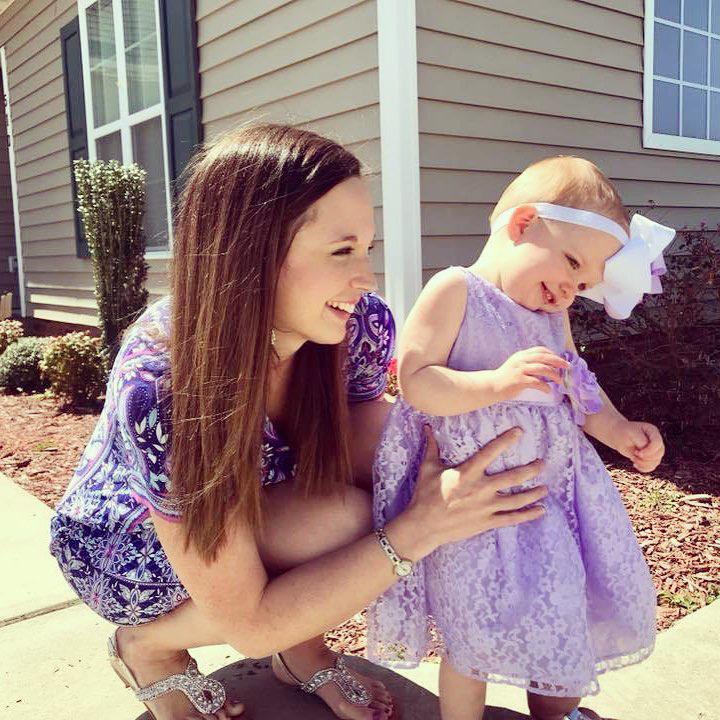 Időközben egy megszületett első gyerekük, Avalee, aki mág 2 éves