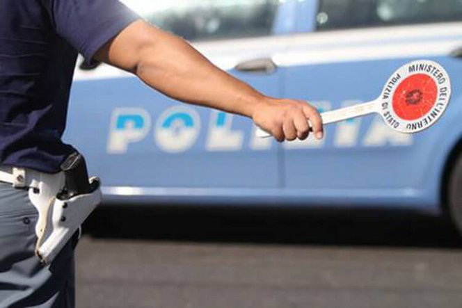 polizia-auto-paletta