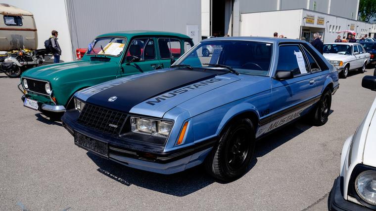 Egy '79-es Mustang a dobozkorszakból, de legalább ötliteres V8-as viszi