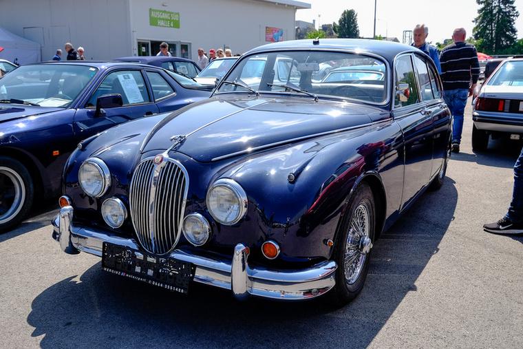 A nyugati veterános kultúra egyik alappillére a Jaguar MkII, ez egy 1963-as autó 44 256 kilométerrel az órájában