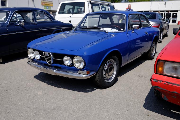 Ennek a tesójával érkeztünk Tullnba, de azért a kék csoda egy kicsit komolyabb jószág: ez egy 1750-es GT, 40 ezer euróért
