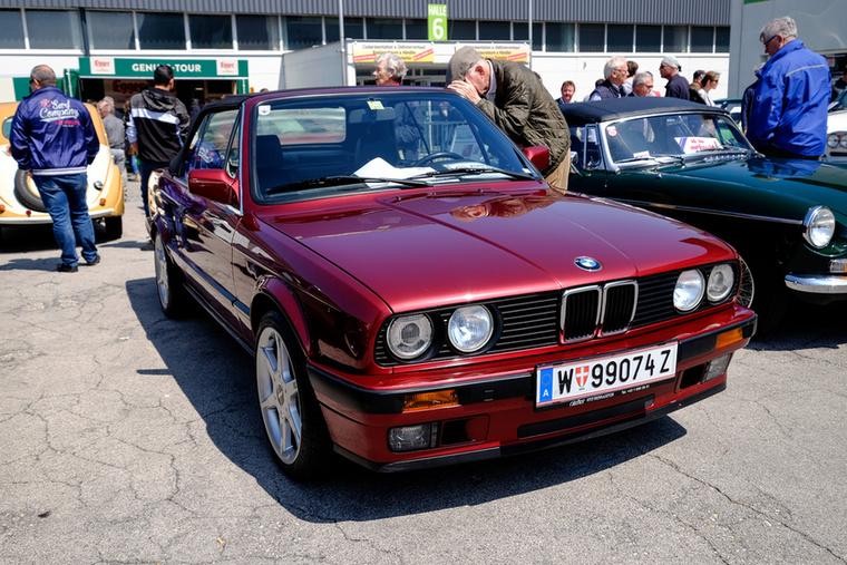 BMW 320i kabriót, valaki? Még nem futott 50 ezret és csak 19 500-ba kerül...