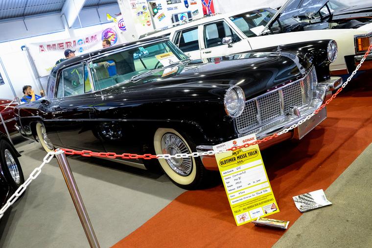 Lincoln Continental, de nem a Kennedy-gyilkos, hanem a sokkal ritkább kétajtós