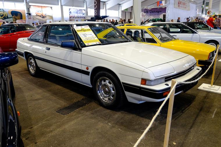 Űrből, de legalábbis 1982-ből érkezett Mazda 929 kupé