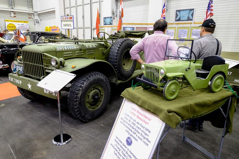 Egy apró Jeep és egy háborús Dodge Weapon, amiből mi is elég sokat kaptunk a negyvenes években