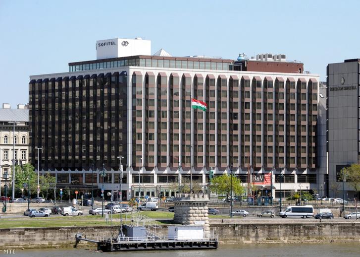 A Sofitel szálló épülete a Duna-parton
